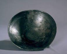 Pátera de plata del Teatro romano. Imagen de la ficha informativa