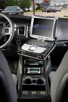 interior view of dodge charger pursuit police sedan console mount and lighting siren controller. Black Bedroom Furniture Sets. Home Design Ideas
