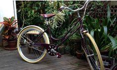 O Globo - Do banquinho ao pneu, customização de bicicletas deixa pedaladas cheias de personalidade. | Bicicletas Novello I Loja Online Vintage Bikes, Custom Bikes, Retro, Bicycle, Vehicles, Small Bench, Bicycles, Lovers, Antique Bicycles