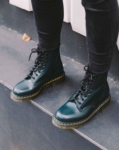 1460 SMOOTH Dr. Martens, Dr Martens Men, Dr Martens 1460, Dr Martens Boots, Military Boots Outfit, Combat Boot Outfits, Combat Boots, Dr Martens Outfit, Doc Martens Style