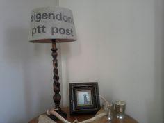 Een beetje saaie lampenkap bekleed met een oude postzak