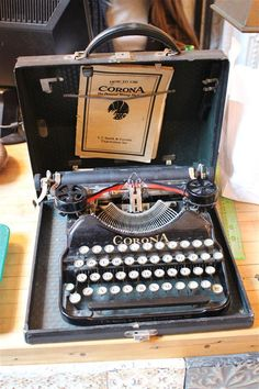 Smith-Corona vintage typewriter with original case in Perfect Condition