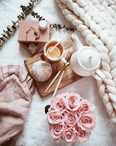 • Happy Sunday • __________________ Przyjemnego niedzielnego popołudnia. #goodmorning #happyday #planner #memories #photo #teatime… Rose Gold Aesthetic, Classy Aesthetic, Estilo Blogger, Blogger Tips, Flat Lay Inspiration, I Love Coffee, Coffee And Books, Flat Lay Photography, Flatlay Styling
