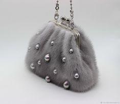 Mink handbag with pearl drops. Mink fur Source by - Source by bag handbags accessories Denim Handbags, Cute Handbags, Cheap Handbags, Cheap Bags, Ladies Handbags, Cheap Purses, Purses And Bags, Fur Purse, Fur Bag