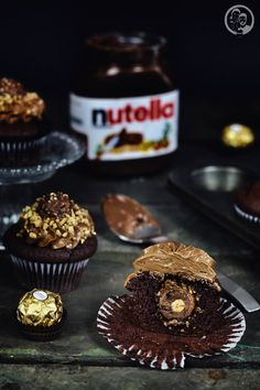 Nutella Rocher Cupcake im Anschnitt Nutella Cupcakes, Cake & Co, Fancy Desserts, Muffin Cups, Food N, Frosting, Vegetarian Recipes, Muffins, Bacon
