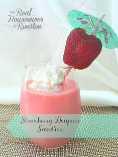 Strawberry Daiquiri Smoothie | www.housewivesofriverton.com