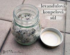 Domácí koupelová levandulová sůl Home Made Soap, Bath Bombs, Korn, Glass Of Milk, Detox, Diy And Crafts, Mason Jars, Lavender, Salt