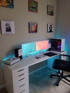 All White Dual Monitor Workspace – MinimalSetups All White Dual Monitor-Arbeitsbereich – MinimalSetups Computer Gaming Room, Computer Desk Setup, Gaming Room Setup, Pc Desk, Pc Setup, Ikea Gaming Desk, Gaming Rooms, Good Gaming Desk, Desktop Computer Desk