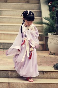 Cute baby girl in hanfu. Source.  http://the-next-emperor.tumblr.com/