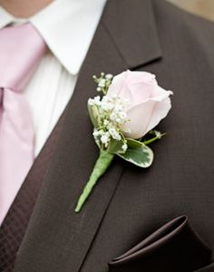 like the way it matches the tie...Light Pink Rose Boutonniere.