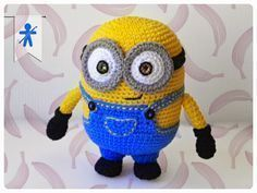 Free Crochet Pattern – Bob the Minion Minions have been so wildly popular lately, so I wanted to share the best Minion amigurumi patterns I could find. And there are a lot out there. I settled on t… - Amigurumi Ideas Crochet Diy, Crochet For Kids, Crochet Crafts, Crochet Dolls, Crochet Projects, Minion Crochet Patterns, Minion Pattern, Amigurumi Patterns, Minions Amigurumi