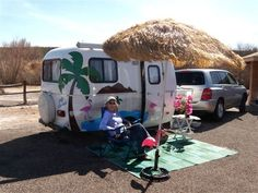 Rafaelian Rafaelian Phillips Schade Frint PugmireTake the beach with you.Sisters on the Fly Scamp Camper, Scamp Trailer, Tiny Trailers, Camper Van, Vintage Caravans, Vintage Travel Trailers, Vintage Campers, Gypsy Wagon, Autos