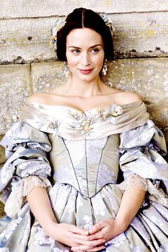 Emily Blunt as Young Victoria...love ♥ bisouxoxoxobisou