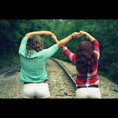 37 Impossibly Fun Best Friend Photography Ideas @taytaydanielle1