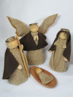 New patchwork natal anjos Ideas Christmas Angel Ornaments, Christmas Nativity Scene, Christmas Signs Wood, Christmas Art, Handmade Christmas, Christmas Decorations, Christmas Crafts For Kids To Make, Christmas Sewing, Xmas Crafts