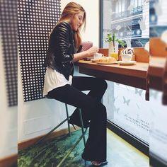"CARLA HINOJOSA på Instagram: ""Last breakfast in Milan // Wearing fave @noonspain pants and @brillantbcn biker! #milanolifestyle #milanofashionweek #brillantxcarla"""