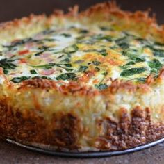 Gruyere Cheese Quiche with a Hash Brown Crust Recipe - Delicious cheesy quiche.& Gruyere Cheese Quiche with a Hash Brown Crust Recipe - Delicious cheesy quiche. Breakfast And Brunch, Breakfast Quiche, Breakfast Dishes, Breakfast Casserole, Breakfast Recipes, Morning Breakfast, Quiche Recipes, Egg Recipes, Brunch Recipes