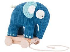 Der Elefant steht auf einem Holzuntersatz zum Hinterherziehen. $45.95