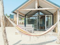 Glamping am Strand: Strandhäuser in Holland ab 59€ - Urlaubstracker.de