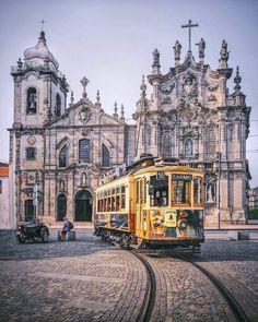 Igreja do Carmo, Porto, Portugal. 🇵🇹 Photo by @themodernle