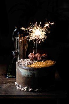 Three Chocolate Layer Cake by Snaps Fotografía Birthday Wishes Cake, Happy Birthday Cakes, Tres Chocolates, Tasty Chocolate Cake, Ramadan Recipes, Chocolate Blanco, Cake Decorating Supplies, Cake Icing, Small Cake