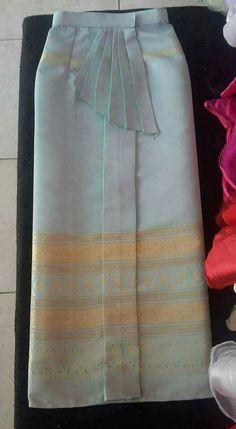 Batik Fashion, Skirt Fashion, Hijab Fashion, Myanmar Traditional Dress, Traditional Dresses, Model Rok, Kebaya Modern Dress, Thai Wedding Dress, Thailand Fashion
