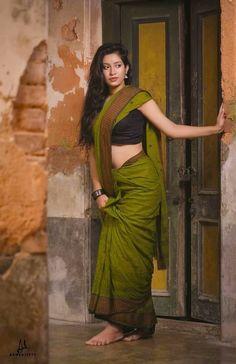 Most Popular Indian Beautiful Celebrities - Sweety Hindustan Beautiful Girl Indian, Most Beautiful Indian Actress, Beautiful Saree, Beautiful Celebrities, Beautiful Actresses, Gorgeous Women, Indian Photoshoot, Saree Photoshoot, Beauty Full Girl