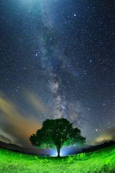 夜空に想う Night Sky Wallpaper, Ocean Wallpaper, Galaxy Wallpaper, Night Aesthetic, Nature Aesthetic, Beautiful Nature Wallpaper, Beautiful Sky, Cool Pictures Of Nature, Space Artwork