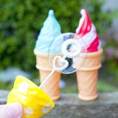 Bellenblazen in de vorm van ijsjes. Hier krijg je toch trek van? #HEMA #zomer #bellenblaas