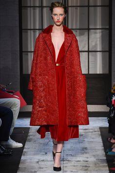 Guarda la sfilata di moda Schiaparelli a Parigi e scopri la collezione di abiti e accessori per la stagione Alta Moda Autunno-Inverno 2015-16.