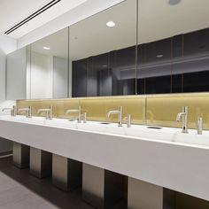 Wandverkleidung aus Glas mit integriertem Metallgewebe goldfarbig. Objekt Broadgate Quarter in London