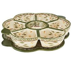 """Temp-tations Old World Convertible Daisy Server~ I'm getting this soon. Love the daisy shape and the platter underneath. Can't you see using this for taco night toppings or for a """"baked potato bar. Temptations Cookware, Spring Cafe, Potato Bar, Baked Potato, Dinner Wear, Princess House Crystal, Pottery Painting, Painted Pottery, Beautiful Kitchens"""