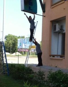 When it comes to #ladder #safety these guys are not Good to Go!