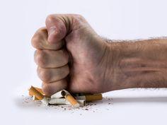 1) Arrêter de fumer  creme-de-tartre1  En plus de faire sortir la nicotine de votre corps, certains disent que la crème de tartre vous fait détester le goût des cigarettes. Pour les personnes qui tentent d'arrêter de fumer, la crème de tartre est généralement mélangée avec du jus d'orange – en particulier le type non-concentré.  Le jus d'orange restaure le taux de vitamine C dans l'organisme, qui en prend un coup en raison des produits chimiques contenus dans les cigarettes. La vitamine C…