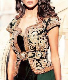Algiers model Algiers model Source by Arab Fashion, Unique Fashion, Fashion Models, Indian Ladies Dress, Arabic Dress, Sleeves Designs For Dresses, Indian Attire, Blouse Vintage, Boho Outfits