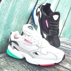What are the stylish sneakers for girls in 2019 Sneakers Mode, Girls Sneakers, Air Max Sneakers, Sneakers Fashion, Fashion Shoes, Fashion Outfits, Adidas Shoes Outlet, Baskets, Cute Socks