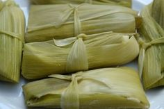 Humitas or steamed fresh corn cakes / Fresh corn tamales Fresco, Corn Tamales, Corn Cakes, How To Make Cake, Garlic, Appetizers, Meals, Dishes, Vegetables