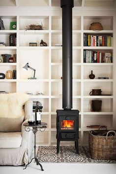 modern country (via House & Home) (my ideal home. Living Pequeños, Home And Living, Living Room Decor, Living Spaces, Living Rooms, Cozy Living, Estilo Interior, Stove Fireplace, Fireplace Tiles