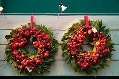 Kransjes van Laurus nobilis= laurier! opgemaakt met bessen/vruchten