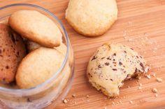 Biscuit, cakes, cookie, keksz... Ha a világ különféle tájain másként is hívják, mindenütt egyformán szeretik, még nálunk is. És mi most eláruljuk a legegyszerűbb kekszreceptet is.