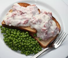 Shit on a Shingle made with creamed, chipped beef is a classic American military dish. This recipe makes enough for one person for lunch or a light supper; you can easily multiply this recipe as needed. Creamed Chipped Beef, Creamed Beef, I Love Food, Good Food, Yummy Food, Meat Recipes, Cooking Recipes, Waffle Recipes, Recipies