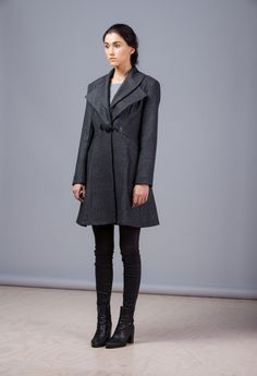 Shape up in the sharpest Women's coat we have. Nipping and shaping all the  right places means this is one flattering cut. The flared hem gives the  hourglass silhouette and extra kick while the double collar is the finale  of a fine looking coat. Done up or worn open, the Tweed Coat is one stapl