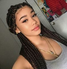 Box braids in braided bun Tied to the front of the head, the braids form a voluminous chignon perfect for an evening look. Box braids in side hair Placed on the shoulder… Continue Reading → African Braids Hairstyles, Braided Hairstyles, African Hair Braiding, Cute Box Braids Hairstyles, Hairstyle Ideas, Baddie Hairstyles, Girl Hairstyles, Hair Inspo, Hair Inspiration