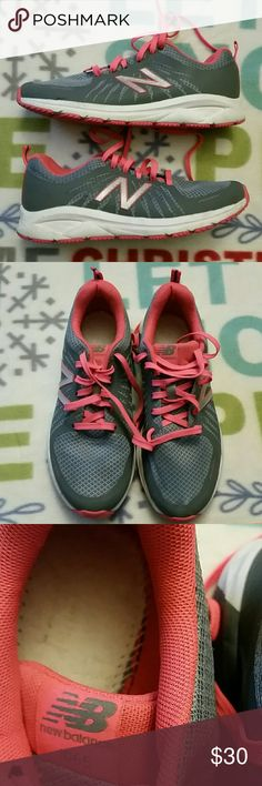 Womens New Balance 1065 Running Sneakers Good condition Fantom Fit sneakers. Good walking/fitness sneakers.Sole inserts are missing. New Balance Shoes Athletic Shoes