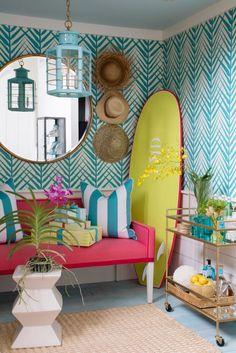 Как создать интерьер в морском стиле !? разбираем варианты вместе http://happymodern.ru/6-morskix-volnenij-ili-kak-oformit-interer-v-morskom-stile/ Гостиная комната в сочных летних тонах