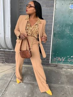 How to Dress If You're Short: 9 Petite Girls' Outfit Secrets Classy Outfits, Cool Outfits, Fashion Outfits, Fashion Trends, Fashion Bloggers, Fashion Inspiration, Rosie Huntington Whiteley, Moda Petite, Trendy Suits