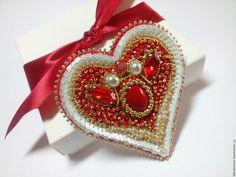 Купить Брошь-сердце - комбинированный, брошь, брошь вышитая бисером, брошь сердце, сердце, сердечко