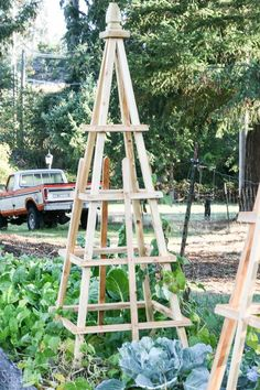 Easy Diy Garden Projects You'll Love Clematis Trellis, Rose Trellis, Diy Trellis, Garden Trellis, Herbs Garden, Fruit Garden, Garden Mats, Roses Garden, Garden Boxes
