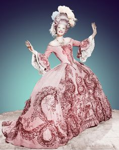 "Lucille Ball - ""Du Barry Was a Lady"" (1943) - Costumes designers : Irene, Howard Sharp & Gile Steele"