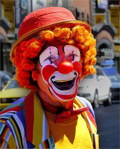 https://flic.kr/p/tXJhoB | Cathy's Clown | Dundas Square, The Eaton Centre Toronto, Ontario, Canada.